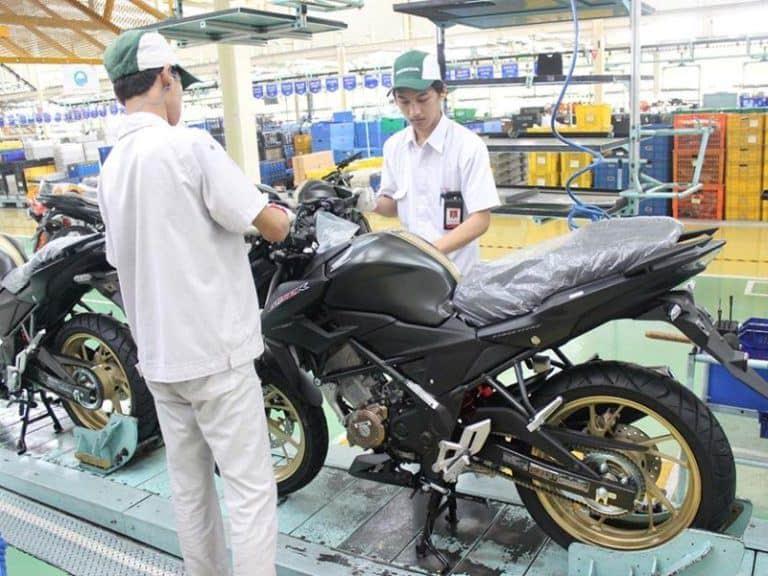 Perakitan Warna Baru New Honda CB150R StreetFire