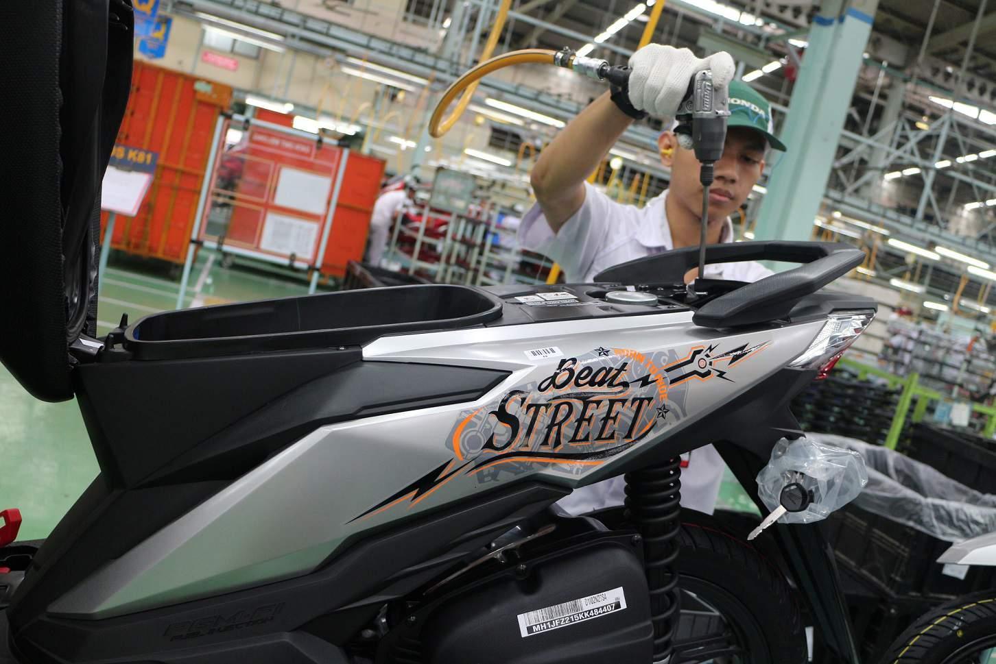 Warna Baru New Honda BeAT Street eSP Silver