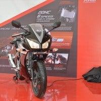 Honda CBR 150R Black Tampilan Depan