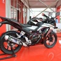 Honda-CBR-150R-Black-Tampilan-Samping