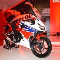 Honda CBR 150R RWB Tampilan Samping