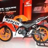 Honda CBR 150R Repsol Tampilan Samping